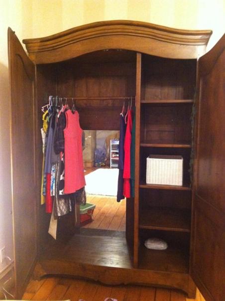 narnia-themed-wardrobe-secret-room-1